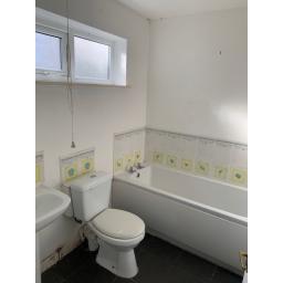 30 Gurlish West Bathroom B4.jpg