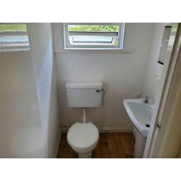 16 Bessemer Street ~Toilet.jpg