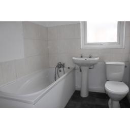 36 Ford Terrace Bathroom.jpg