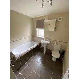 45 Bessemer St bathroom.jpg