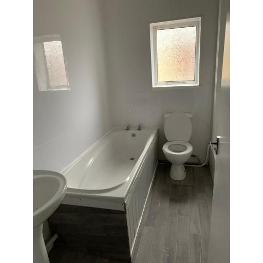 24 Grey Terrace Bathroom.jpg