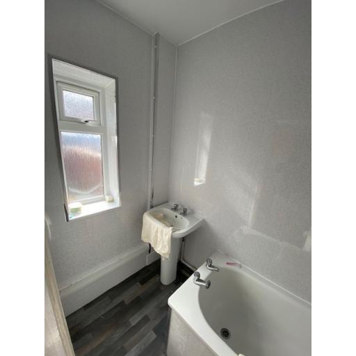 James Street 26 bathroom 2.jpg