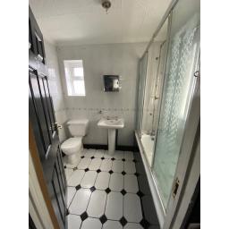 37 Fairy Street Bathroom.jpg