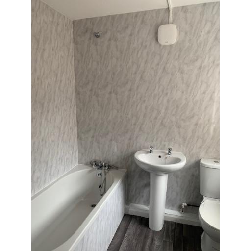 10 Eight Street Bathroom.jpg