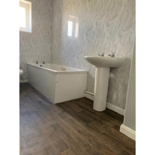 15 Edward Terrace Bathroom.jpg