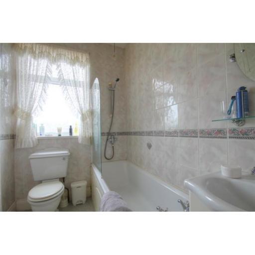 86 Poplar Street Bathroom.jpg