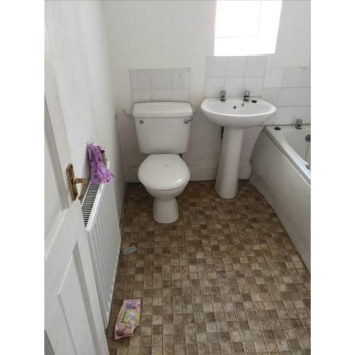 23 John Street Bathroom.jpg