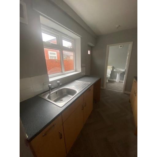 21 Eigth Street  complete Kitchen 2.jpg
