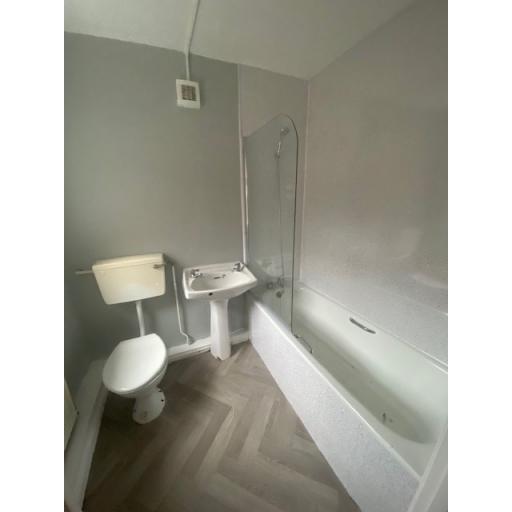 21 Eigth Street  complete bathroom.jpg