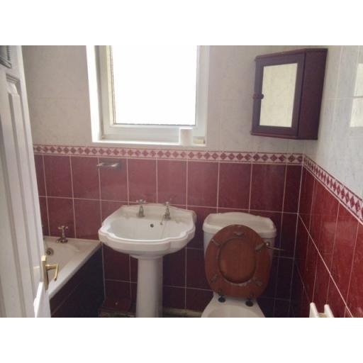 28 Stephenson Street Bathroom.jpg