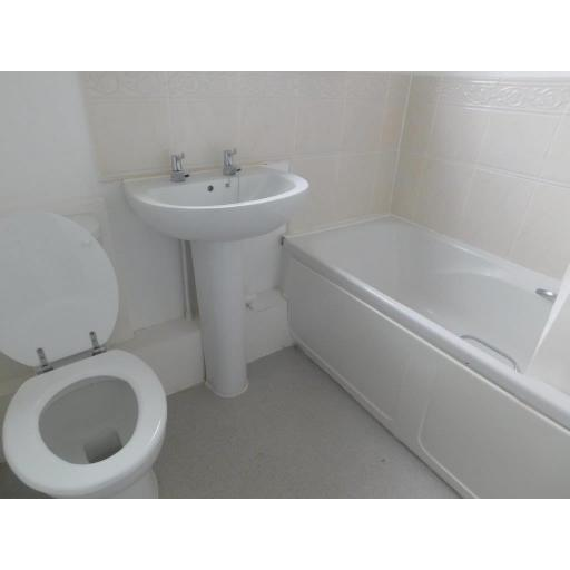 64 Davy Street Bathroom.jpg