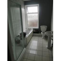 5 Lindern Terrace Bathroom.jpg