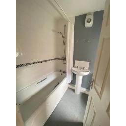 6 Sixth Street bathroom.jpg