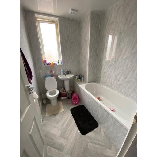 30 Ilchester Bathroom.jpg