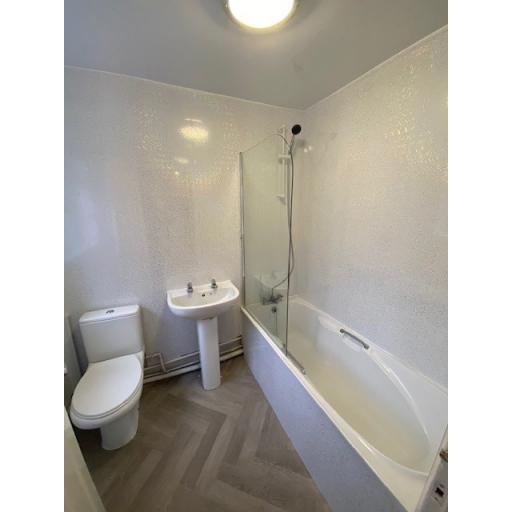 16 Albert Street bathroom.jpg