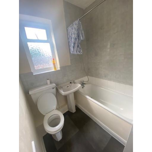 8 Reading Street bathroom.jpg
