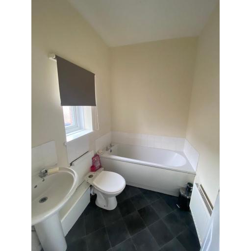 23 Poplar Street Bathroom.jpg